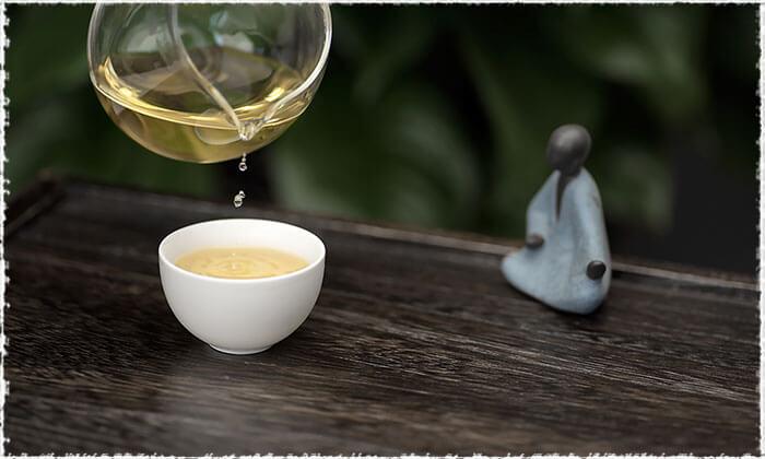 Tea Liquor oF Bai Hao Yin Zhen