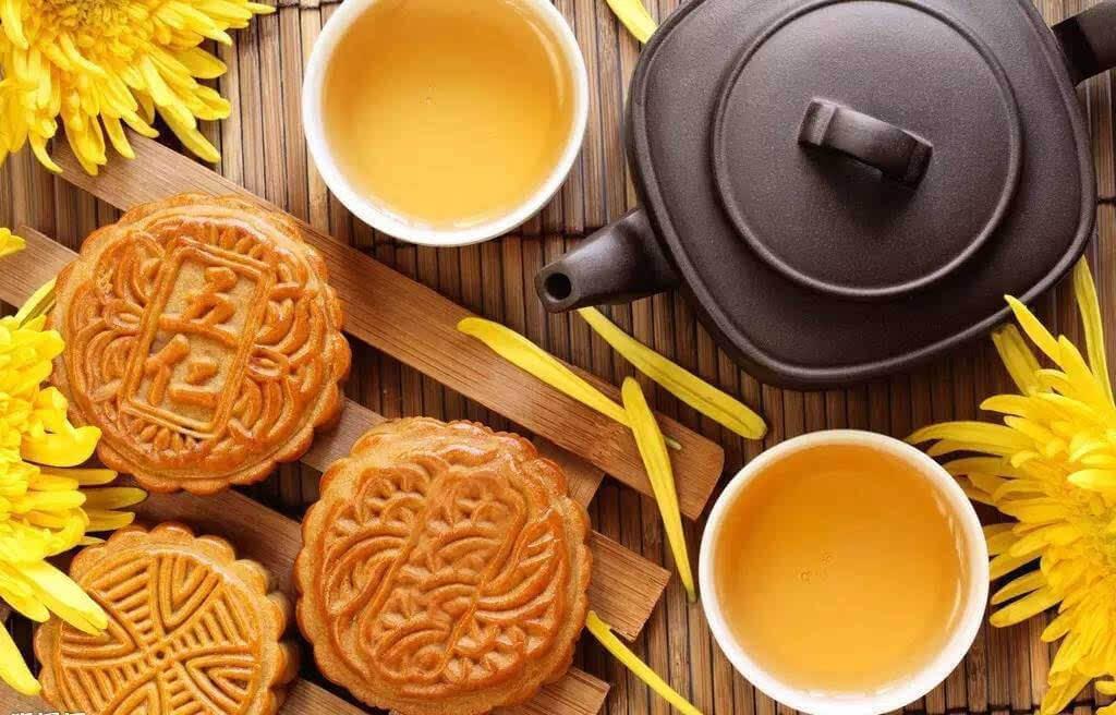 tea with mooncake