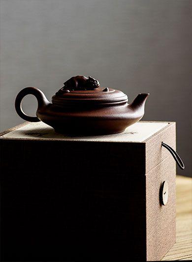 Hand-made Da Shui Bian Flat Yixing Zisha Teapot