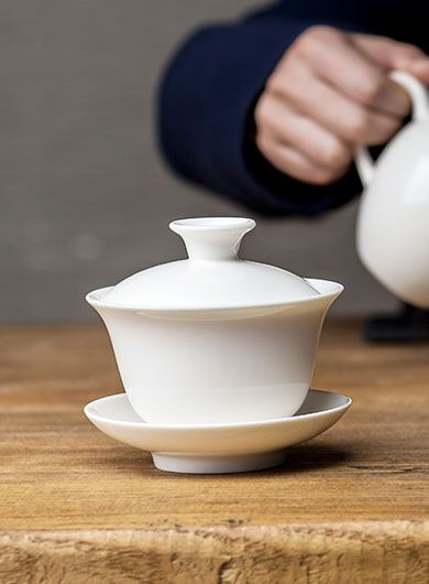 White Porcelain Gaiwan and Tea Pitcher (Cha Hai)