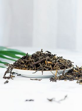 Yunnan Dian Hong Ancient Tree Black Tea 1